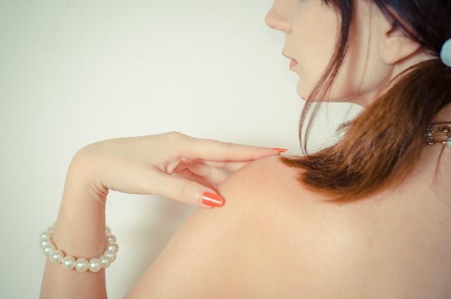 いかり肩の原因4パターンとその対処法 | スタイル改善